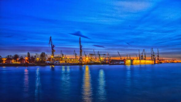 Hamburg Landungsbrücken Blohm und Voss Werft